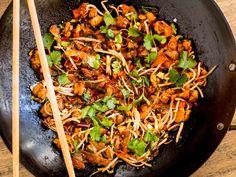 Salteado de pollo y almendras al wok con salsa agridulce