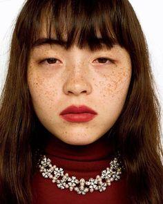 いいね!41件、コメント1件 ― フィガロジャポンさん(@madamefigarojapon)のInstagramアカウント: 「ティファニーと呼応する、モトーラ世理奈という生き方。オンラインのmadamefigaro.jpにて、モトーラ世理奈のインタビューを公開中。リンクはプロフィールから photo :…」 Pretty People, Beautiful People, Freckle Face, Brow Shaping, Pretty Asian, Japan Girl, Japanese Models, Japan Fashion, Colorful Makeup