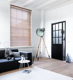 Portal for dealers B&C window decoration. Wood Blinds, Curtains With Blinds, Interior Architecture, Interior And Exterior, Interior Design, Cosy Living, Stairs And Doors, Spring Home, Home Living Room