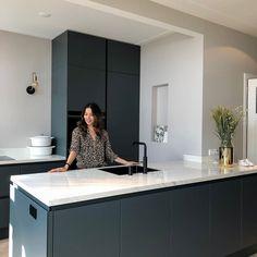 Kitchen Room Design, Kitchen Colors, Home Decor Kitchen, Kitchen Interior, Kitchen Time, Beautiful Kitchen Designs, Beautiful Kitchens, Black Kitchens, Home Kitchens