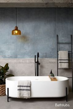 The interior designer has combined this vintage bathroom with a modern touch . The interior designer has combined this vintage bathroom with a modern touch Modern Bathroom Design, Bathroom Interior Design, Interior Decorating, Modern Bathtub, Interior Modern, Minimal Bathroom, Modern Bathrooms, Luxury Bathtub, Modern Vintage Bathroom