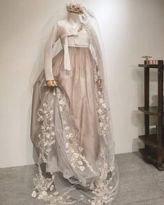 The Dan Women – Page 11 – Hanbok The Dan ‧ Made with ♥ Hanbok Wedding, Muslimah Wedding Dress, Wedding Dresses, Korean Traditional Dress, Traditional Dresses, Beautiful Dresses, Nice Dresses, Korea Dress, Mode Kimono