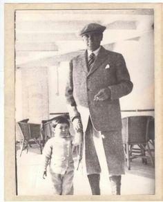 ✿ ❤ Atatürk ve küçük Ülkü... Republic Of Turkey, The Republic, Turkish Army, The Turk, Ulsan, Great Leaders, Once Upon A Time, Abraham Lincoln, Presidents