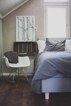 eames,vanha,uusi,uusi ja vanha,vanha laatikko,makuuhuone,sänky,keinutuoli