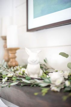 101 Rustic Farmhouse Style For Easter Decorations Ideas - Welcome spring into your home by decorating for Easter. Compared to other holidays, you will find that Easter decorations are not elaborate or complic. Farmhouse Mantel, Farmhouse Style, Vintage Farmhouse, Spring Home Decor, Summer Mantle Decor, Spring Crafts, Diy Easter Decorations, Entryway Decor, Tv Decor