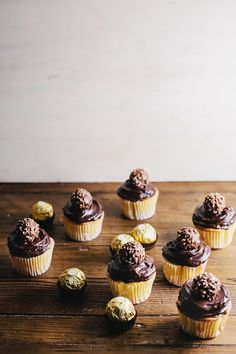 Hummingbird High: Golden Cupcakes