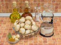 Ciuperci marinate.  ingrediente Dairy, Cheese, Cooking, Recipes, Food, Kitchen, Essen, Meals, Eten