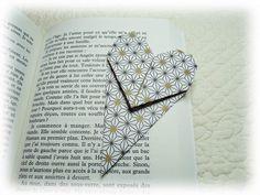 Pour se mettre dans l'ambiance de la Saint Valentin, un pliage origami en forme de coeur : La vidéo explicative.