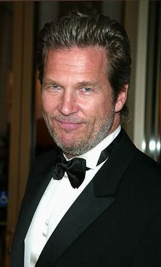 Check out production photos, hot pictures, movie images of Jeff Bridges and more from Rotten Tomatoes' celebrity gallery! Lloyd Bridges, Jeff Bridges, Hollywood Men, Hollywood Walk Of Fame, Best Hairstyles For Older Men, Celebrities Then And Now, Cinema, Braided Ponytail Hairstyles, Rotten Tomatoes