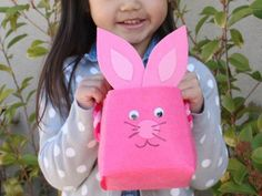 Sewing Crafts For Children 10 Easy Easter Crafts for Kids - If your family is getting ready for Easter this weekend, we've got just the list for you! Here are 10 low-mess Easter crafts for kids. Holiday Crafts For Kids, Easter Crafts For Kids, Fun Crafts, Easter Ideas, Holiday Ideas, Easter Activities, Craft Activities For Kids, Projects For Kids, Craft Ideas