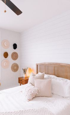Home decor ✨ from ( on IG) - Home decor ✨ from ( on IG) I like the white plank wall behind the headboard Interior, Home Decor Bedroom, Home Decor Hacks, Home Bedroom, Home Decor, Room Inspiration, White Plank Walls, House Interior, Apartment Decor