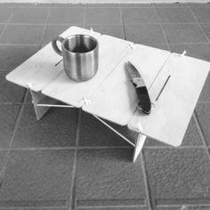 久々に自作してみます。先日は、コンパネ1枚で6人掛けテーブル をつくったので、今回は、ウルトラライト な ローテーブルを作ってみようかと思い、現場で余った小さな ベニヤ板を用意。 厚さは4mm。まずは、設計図。こ~んなイメージで、天板の大き