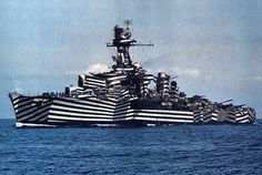 Color photo of World War French light cruiser. On the Gloire cruiser is caused by the unusual deforming camouflage Razzle Dazzle (or Dazzle Painting) from Norman Wilkinson. British Marine, Dazzle Camouflage, Camouflage Patterns, Razzle Dazzle, Navy Ships, World War One, Military History, Random Pictures, Military Camouflage