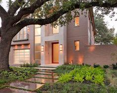 Esta casa completó su diseño con un paisaje contemporáneo en Houston. Se trata de un solar doble, que es grande para ese barrio. Se había...