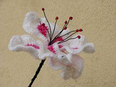 Beautiful Crochet Lily - free crochet pattern