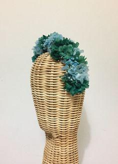 Diadema de flores preservadas Lelén #coronaflores #tocado #diademainvitada #tocadoslelen #tocados #boda #invitadaboda