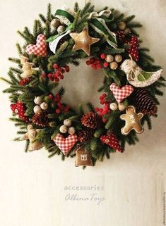 Christmas wreath Ideas for new season Christmas holidays often come with joy and happiness. This can be emphasized with a bunch of DIY Christmas wreaths to make the holiday complete. Christmas Wreaths To Make, Noel Christmas, Holiday Wreaths, Rustic Christmas, Christmas Ornaments, Christmas Ideas, Christmas Swags, Primitive Christmas, Winter Christmas