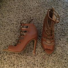 NWOT Heels size 7 Perfect condition. Shoes Heels