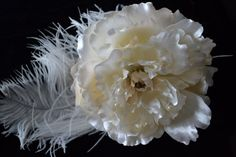 Large Off white peony flower on a comb. Surrounded by white ostrich feather. Peony Flower, Flowers, White Peonies, Ostrich Feathers, Special Occasion, Trending Outfits, Unique Jewelry, Handmade Gifts, Etsy