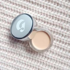fannyanddailybeauty.com BARELY THERE YET HIGHLY NEEDED, THE GLOSSIER STRETCH CONCEALER  makeup, concealer, beauty, beautyblog #makeup #concealer #beauty