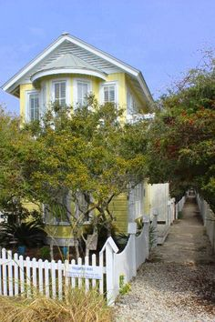 Following Seas is the cozy guest cottage to Fair Winds. Tucked away down one of Seaside's classic sandy paths, this one-bedroom cottage is directly across the street from the beach, and two short blocks from the ...