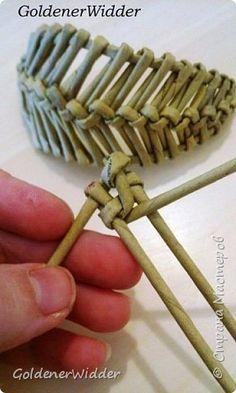 Поделка изделие 8 марта Плетение Листик крылышко или просто декоративная штучка для украшалок  Бумага газетная Трубочки бумажные фото 8