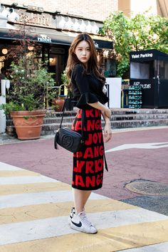 SKIRT | JOYRICH BAG | GUCCI SHOES | NIKE Street Style Sung Ayoung, Seoul