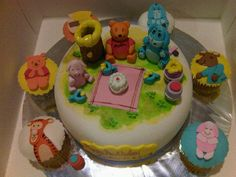 Pooh Theme Birthday Cake & Cupcakes