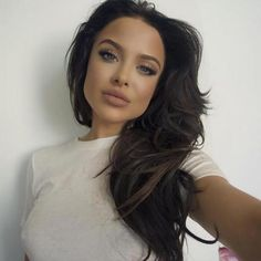 (PHOTOS) Meet Angelina Jolie's Doppelganger Mara Teigen