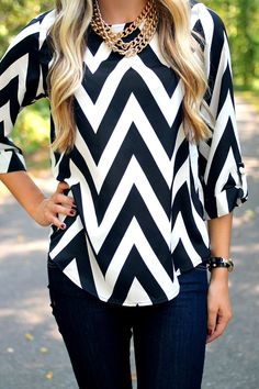 I need this outfit! apparently this is a 'plus size' outfit. who the heck said that this is plus size? Chevron Blouse, Chevron Tops, Chevron Patterns, Looks Style, My Style, Looks Plus Size, Plus Size Blouses, Mode Inspiration, Black Blouse