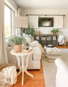 Fabulous and Fresh Farmhouse DIYS and Id. - Fabulous and Fresh Farmhouse DIYS and Ideas - Cottage Interiors, Shabby Chic Interiors, Living Room Inspiration, Home Decor Inspiration, Decor Ideas, Room Ideas, Front Room Furniture Ideas, Front Room Decor, Furniture Sale