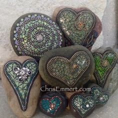 Mosaic garden stones for the heart lover. Hearts on rocks for the gardener. Mosaic Art Projects, Mosaic Crafts, Mosaic Ideas, Mosaic Rocks, Mosaic Glass, Stone Crafts, Rock Crafts, Drawing Rocks, Love Heart Images