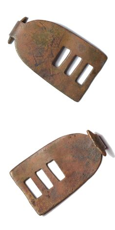 A complete cast copper alloy clog or shoe clasp of Late Post-Medieval or Modern date circa 1790 – 1930. Dimensions: 32,8 mm x 19,4 mm, thickness: 0,8 mm. Weight: 3,4 g. Found: Lancashire 2015. #metaldetecting, #clasp, # 0362