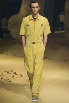 See the complete Kenzo Spring 2016 Menswear collection.