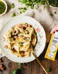 Juustonmakuinen pastakastike - Kaslink Aito Pasta Salad, Ethnic Recipes, Food, Crab Pasta Salad, Essen, Meals, Yemek, Eten