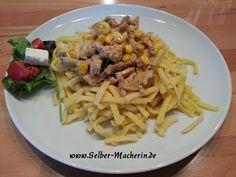 """Selber-Macherin: Curry Geschnetzeltes mit Mais zu Spätzle oder Reis  Hallo ihr!  Hier mal wieder ein """"Unfallgericht"""" von mir. Eigentlich sollte es mal Jägergeschnetzeltes werden. :-D So entstehen doch immer wieder die besten Ideen! ;-) Viel Spaß beim Nachkochen. Wenn euch das Rezept gefällt dürft ihr den Link sehr gerne teilen.  #Geschnetzeltes #kochen #Rezept"""