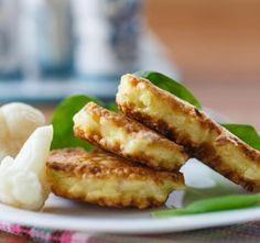 Květákové placičky poslouží jako výborná chuťovka nebo rychlá večeře. Květák uvaříme v osolené vodě aby změkl. Poté n