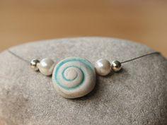 Keramikketten - Collier - türkis - mit Muschel und Perle - ein Designerstück von TonArts-Keramik bei DaWanda