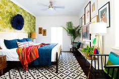 What is bohem decoration? Here, everything you need to know about bohemian decoration! Gallery Wall Bedroom, Bedroom Wall, Bedroom Furniture, Bedroom Decor, Master Bedroom, Bedroom Ideas, Furniture Ideas, New Orleans Homes, Framed Tv