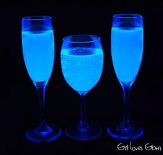 """Black Light Lemonade - Girl Loves Glam We called it """"Liquid Ghost Drink"""". Here's what you need… *Tonic Water *Lemonade mix (Any drink mix will work) *Black light"""
