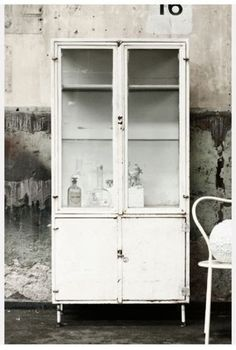 ✭ Old pharmacy medical cabinet industrial shabby Industrial Living, Industrial Chic, Industrial Furniture, Vintage Industrial, Industrial Lockers, Design Industrial, Industrial Revolution, Decoration Inspiration, Interior Inspiration