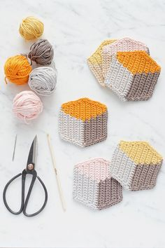 Full DIY tutorial on how to tapestry crochet these cool 3D cube-style coasters by http://lebenslustiger.com