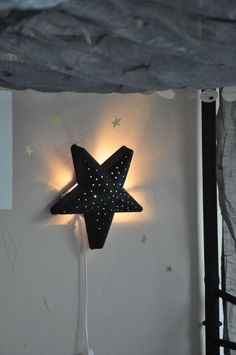 DIY idea: paint Ikea kids lamp star black | pageblanche11