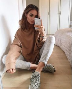 Every winter season,camel pieces are always the hottest things almost every fashionist is going after. This neutral hue color seems to be the most shining star