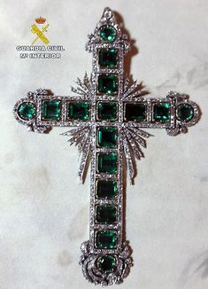 la Cruz de la Virgen de la Fuensanta de la Catedral de Murcia Spiritual Jewelry, Religious Jewelry, Jewelry Christmas Tree, Christian Symbols, Pirate Treasure, Brooke Shields, Cross Jewelry, Royal Jewels, Cross Designs