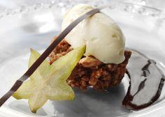 Sprød mandeldessert med hvid chokoladecreme - Se opskriften her
