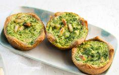 Pinaattipiirakat Spinach Pie, Avocado Toast, Guacamole, Baking, Breakfast, Ethnic Recipes, Food, Morning Coffee, Bakken