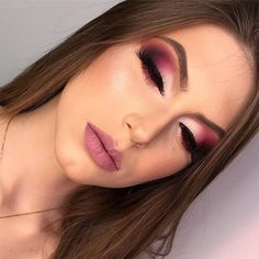 I really like these Gosto muito dessas cores Beautiful makeup inspiration ! The super colors combined, in addition to being a party make-up, wedding make-up. Learn to put on makeup ⤵️🥰 - Fancy Makeup, Makeup Eye Looks, Glam Makeup Look, Smokey Eye Makeup, Eyeshadow Makeup, Hair Makeup, Teen Makeup, Pink Eyeshadow, Prom Makeup
