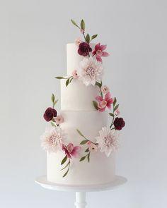 chocolate wedding cakes with flowers Black Wedding Cakes, Fall Wedding Cakes, Beautiful Wedding Cakes, Wedding Cake Designs, Wedding Cake Toppers, Beautiful Cakes, Wedding Cake Flowers, Purple Wedding, Gold Wedding
