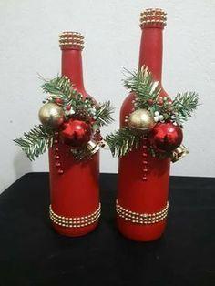 Glass Bottle Crafts, Diy Bottle, Wine Bottle Art, Christmas Crafts, Christmas Decorations, Christmas Ornaments, Diy Christmas Centerpieces, Christmas Wreaths, Deco Table Noel